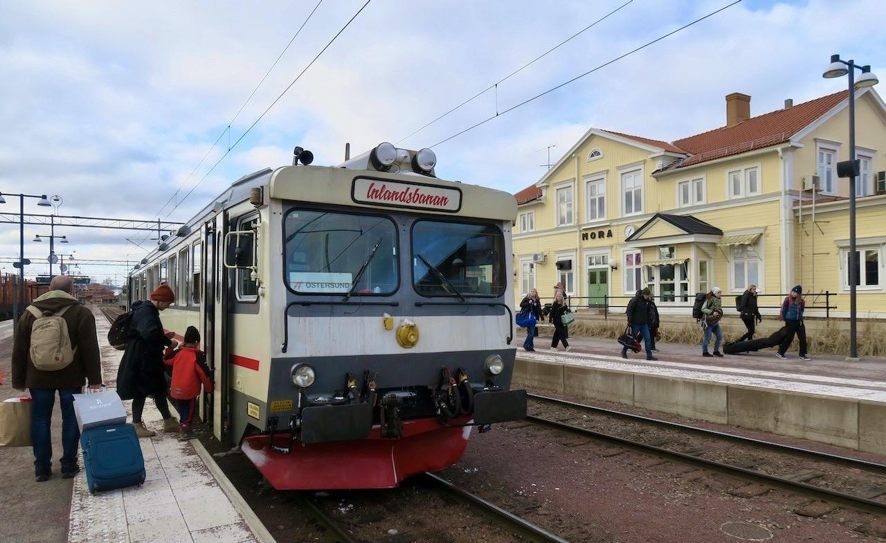 Framme i Mora. Resan hit med tåg från Sockholm tar ca.4 timmar.