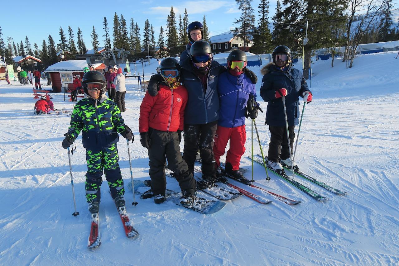 En aktiv semester passar oss fint och att åka skidor här i Vemdalen gillar vi verkligen