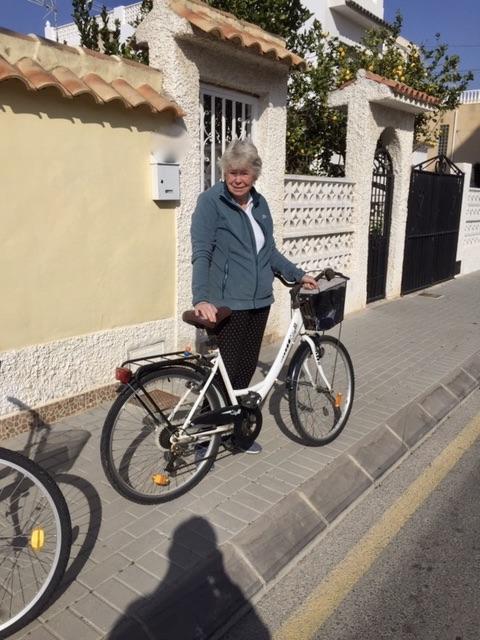Beredd för en cykelpromenad i naturreservatet strax utanför Torrevieja
