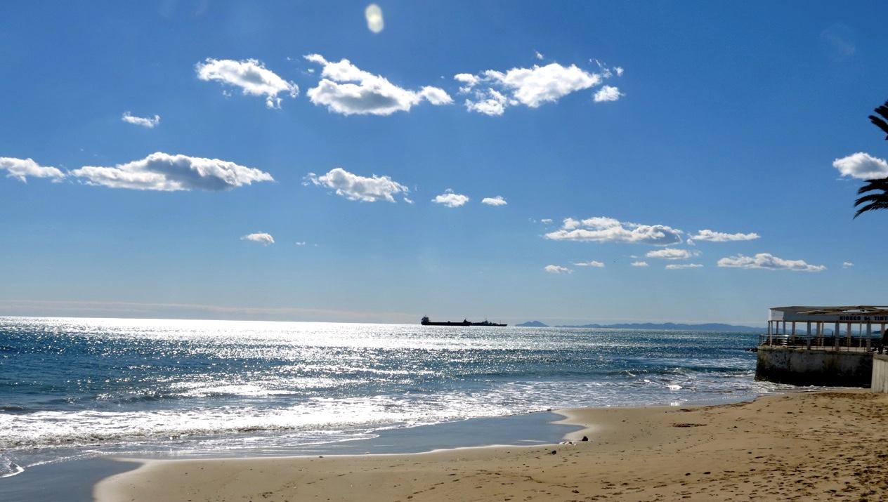 Att trivas franför ett glittrande Medelhav i solsken är inte svårt.