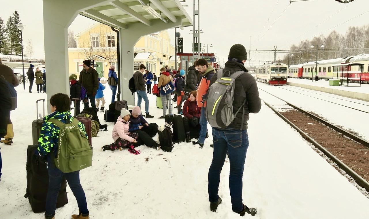 """Många resenärer från Vemdalen skulle vidare med """"Tåg i Bergsslagen"""" mot Borlänge och nytt tågbyte"""
