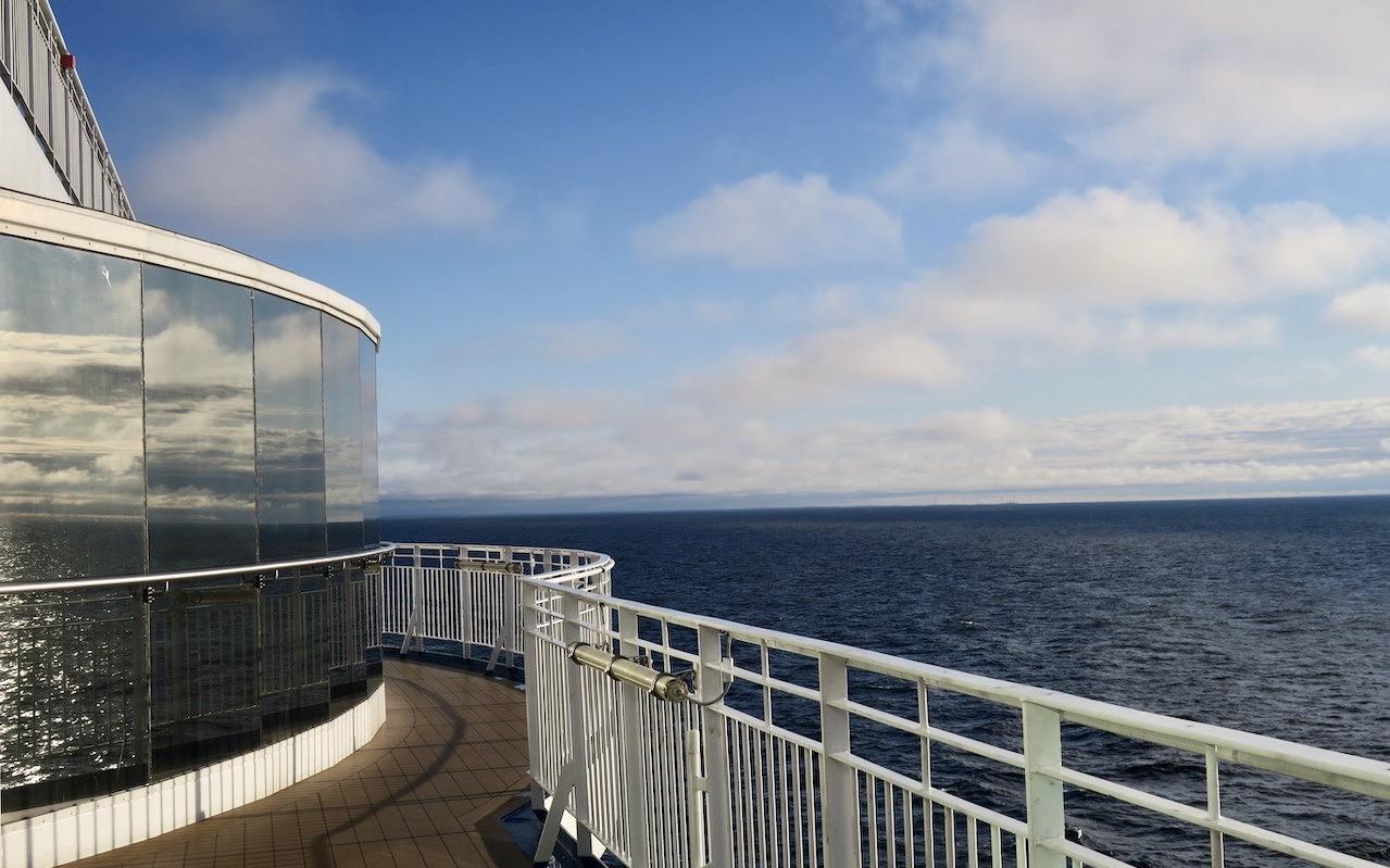 Birka Cruises. Några varv på joggingdäck blev det på vägen tillbaka till Stockholm. Och före frukost. Stockholm