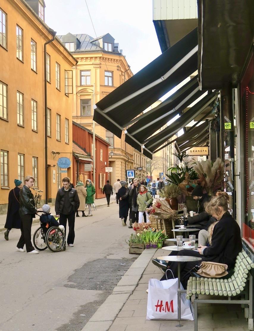 Atttid mysigt att promenera längs Södermannagatan. Mitt i huvudstaden men ändå med småstadskänsla.