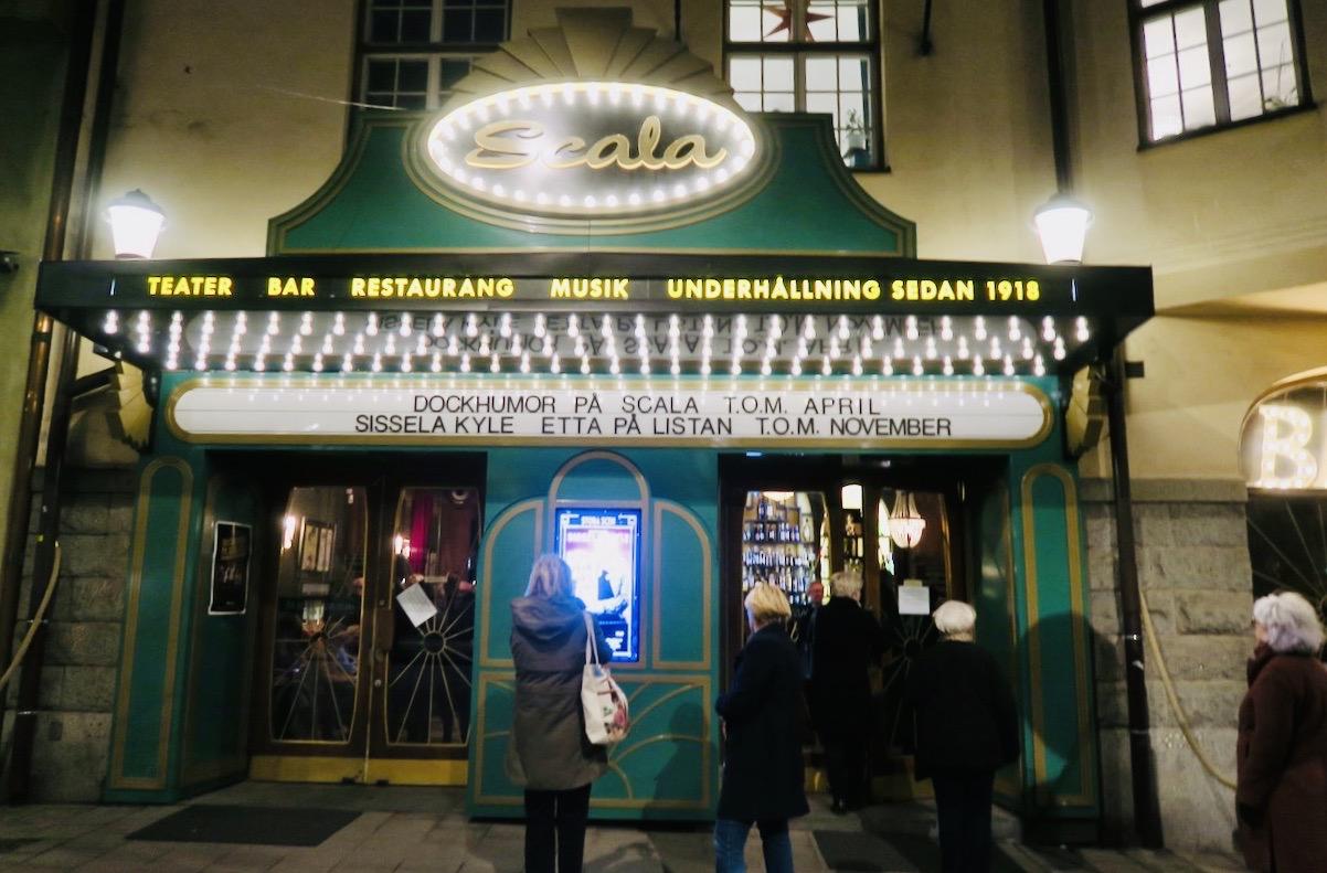 """""""Etta på listan"""" spelas på Scalateatren i Stockholm och här är det många olika listor som gäller. Humor på hög nivå."""