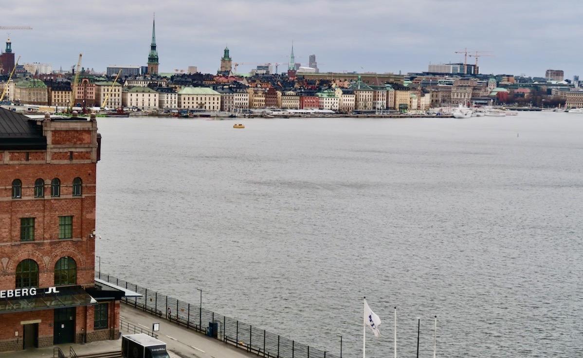 Visst bjuder Fjällgatan på fin utsikt även i grått väder.