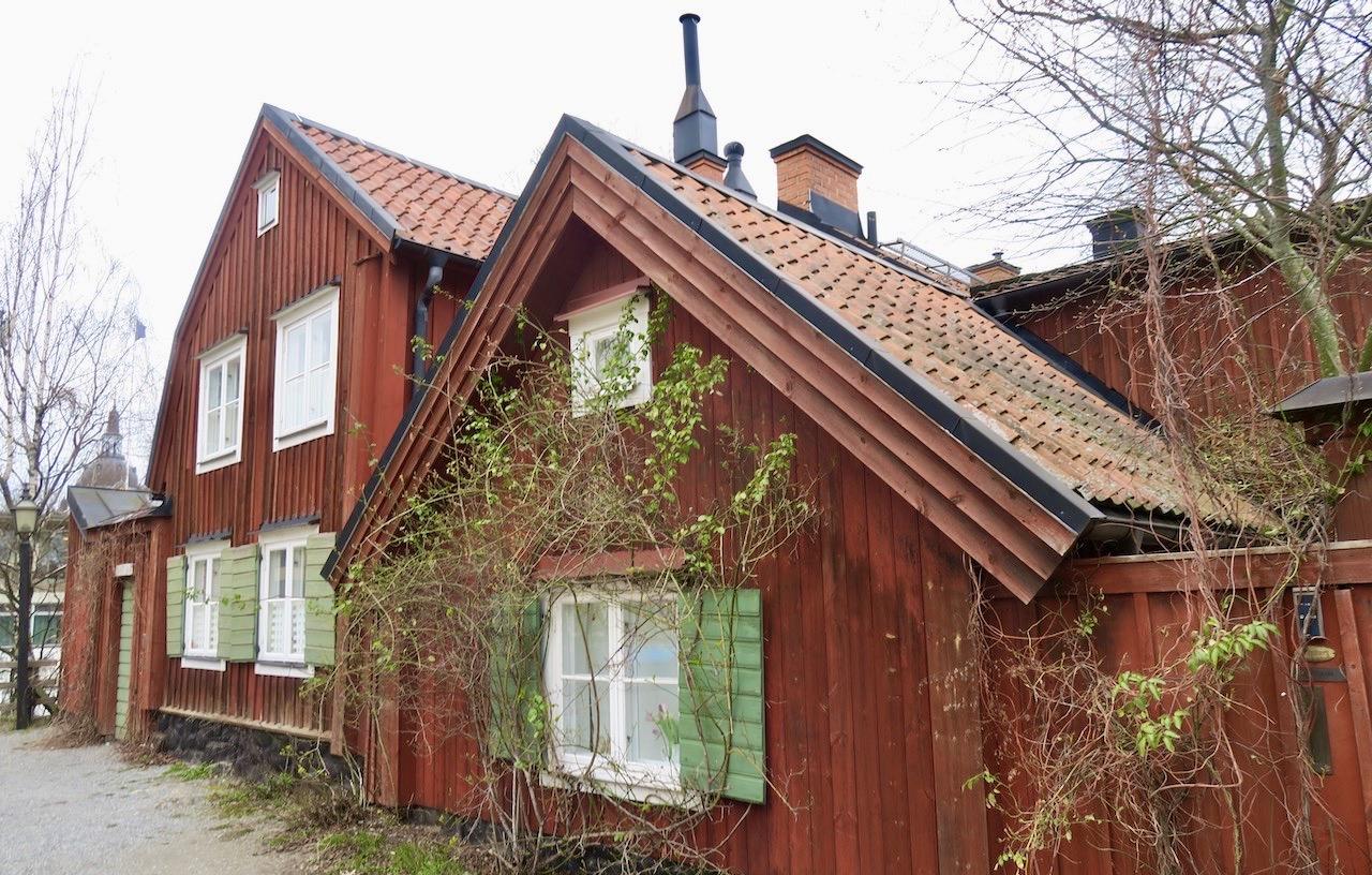 På Söders höjder finns i olika områden många gamla hus bevarade. Här hus på Stigbergsgatan