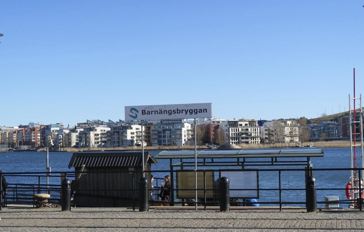 Barnängsbryggan på Södermalm. Kah är både under och på gång mot Danvikstullsbroarna
