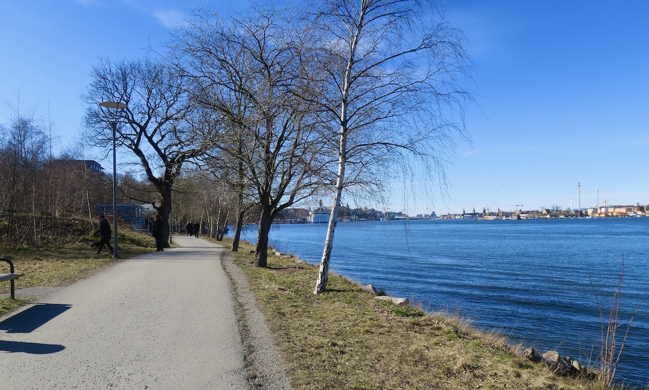 Vacker gång/cykelväg från Danvikstull till Finnboda varvsområde.