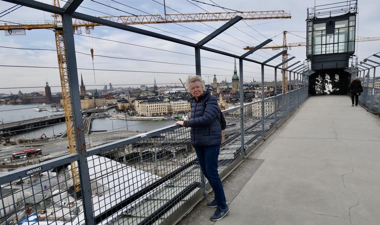 """Glest med besökare så det är lätt att få en överblick på Slussenarbetet. Och jag skymtade """"guldbron""""."""