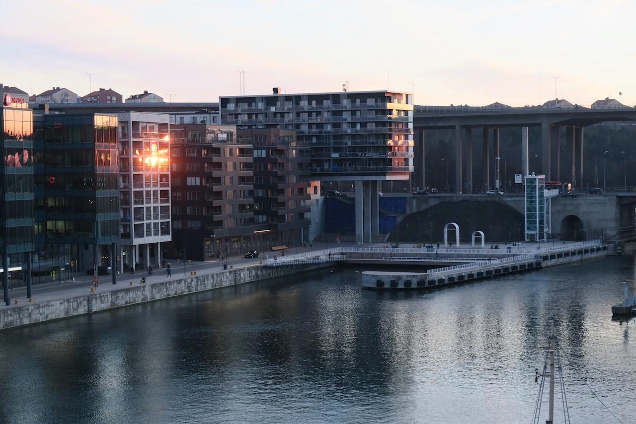 Inte mycket som händer här i Hammarbykanalen denna skymning. Men lugnet är fint det också.