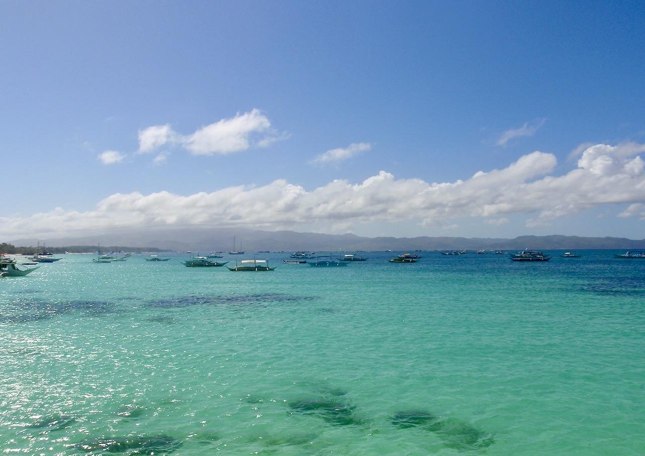 Filippinerna och ön Boracay. Stilla havet! Vatten av stora mått. Världens största hav.