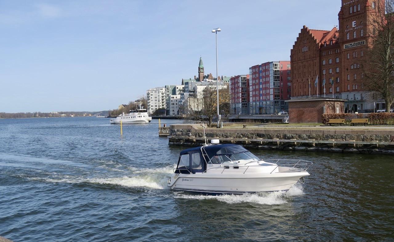 Våren är här och en del fritidsbåtar är sjösatta. Och har man båt så har man sysselsätttning. Året om.