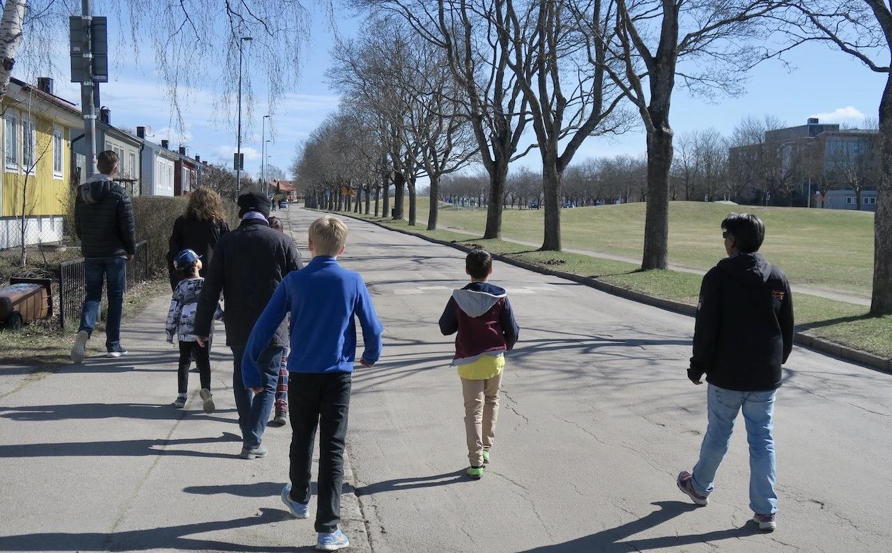 Promenad till McDonald´s går utmärkt att kombinera med träff utomhus. Och avstånden håller vi på.