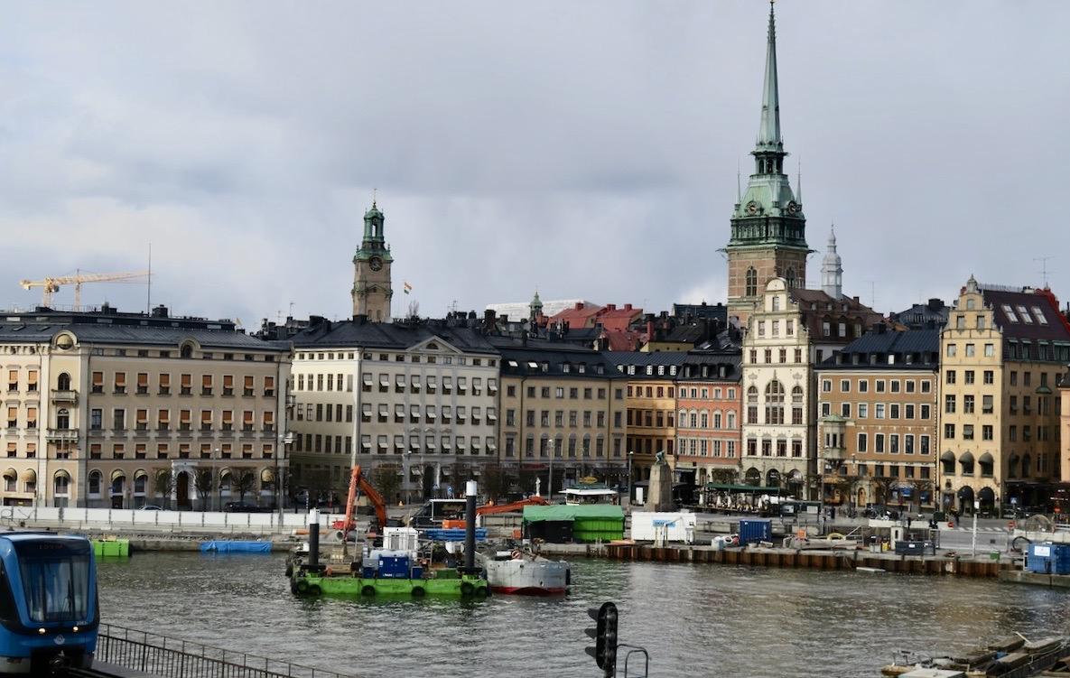 Jag lämnar Söödermalm och passerar byggarbetsplatsen Slussen innan jag kommer ner till Gamla stan.