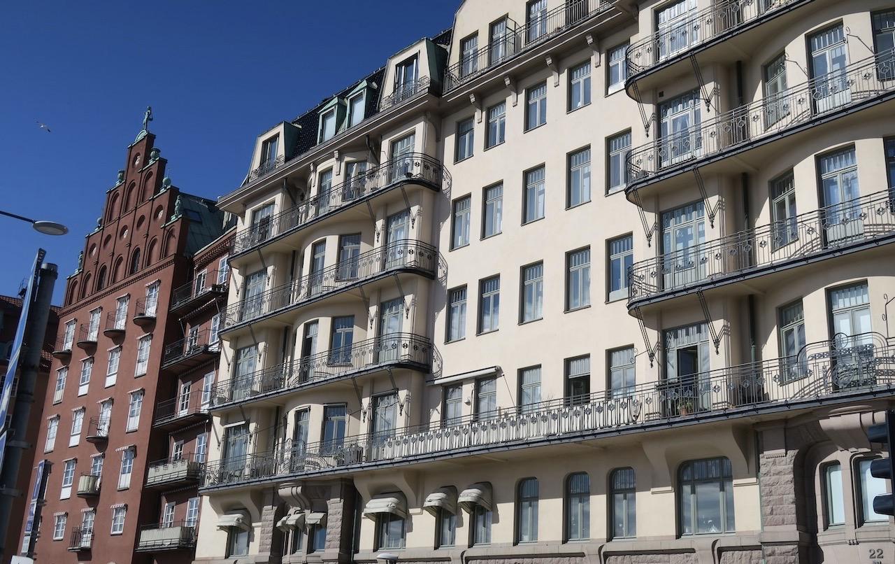 Husen här vid Norr MÄlarstrands östra del är byggda i slutet av 1800 och början av 1900- talet. Intressant vare sig man är turist eller ej.