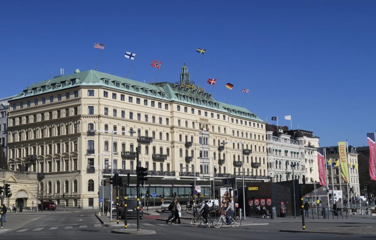 Stockholmspromenaden fortsätter och det blir ett stopp vid Grand hotell