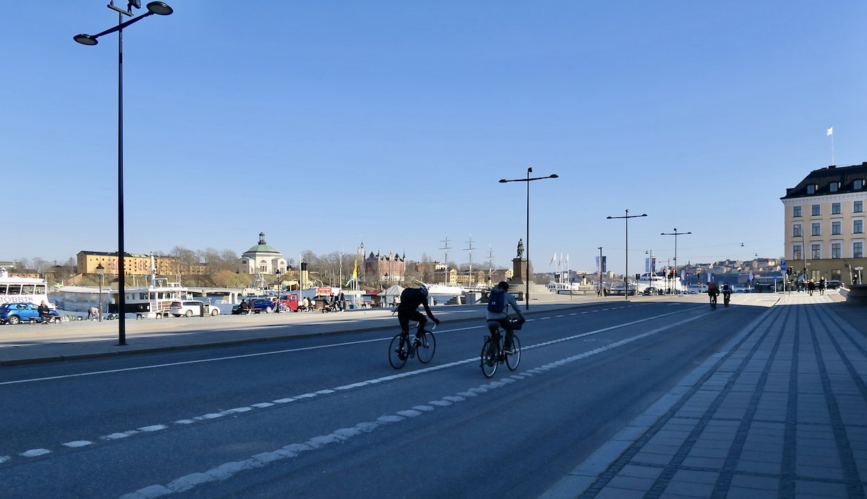 Stockholmspromenaden tar oss vidare över Skeppsbron mot Slussen och Söder.