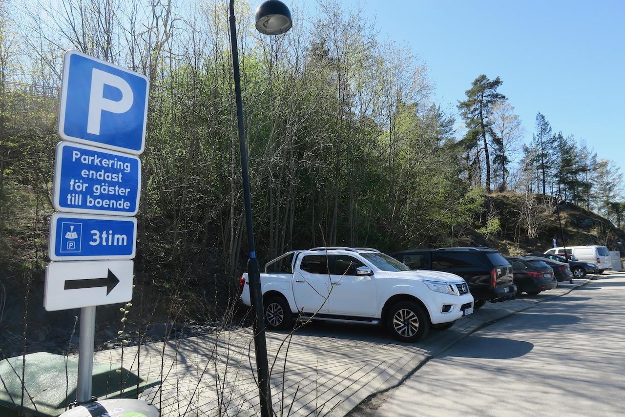 Vid Marinstaden i nacka finns också en grönskande parkering för besökare och boende.