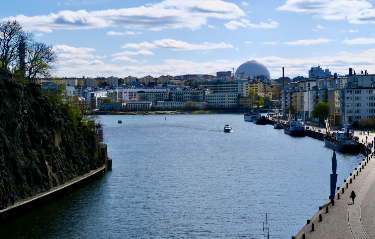 Vidgade vyer från Danviksbron. Hammarby sjö, Sjöstan, Globen Danviksklippan och Norra Hammarbyhamnen.orra