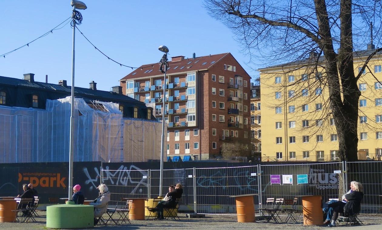 Fatbursparken på Söder i Stockholm. Tycker bilden passar i en glad skyltsöndag denna påskdag.