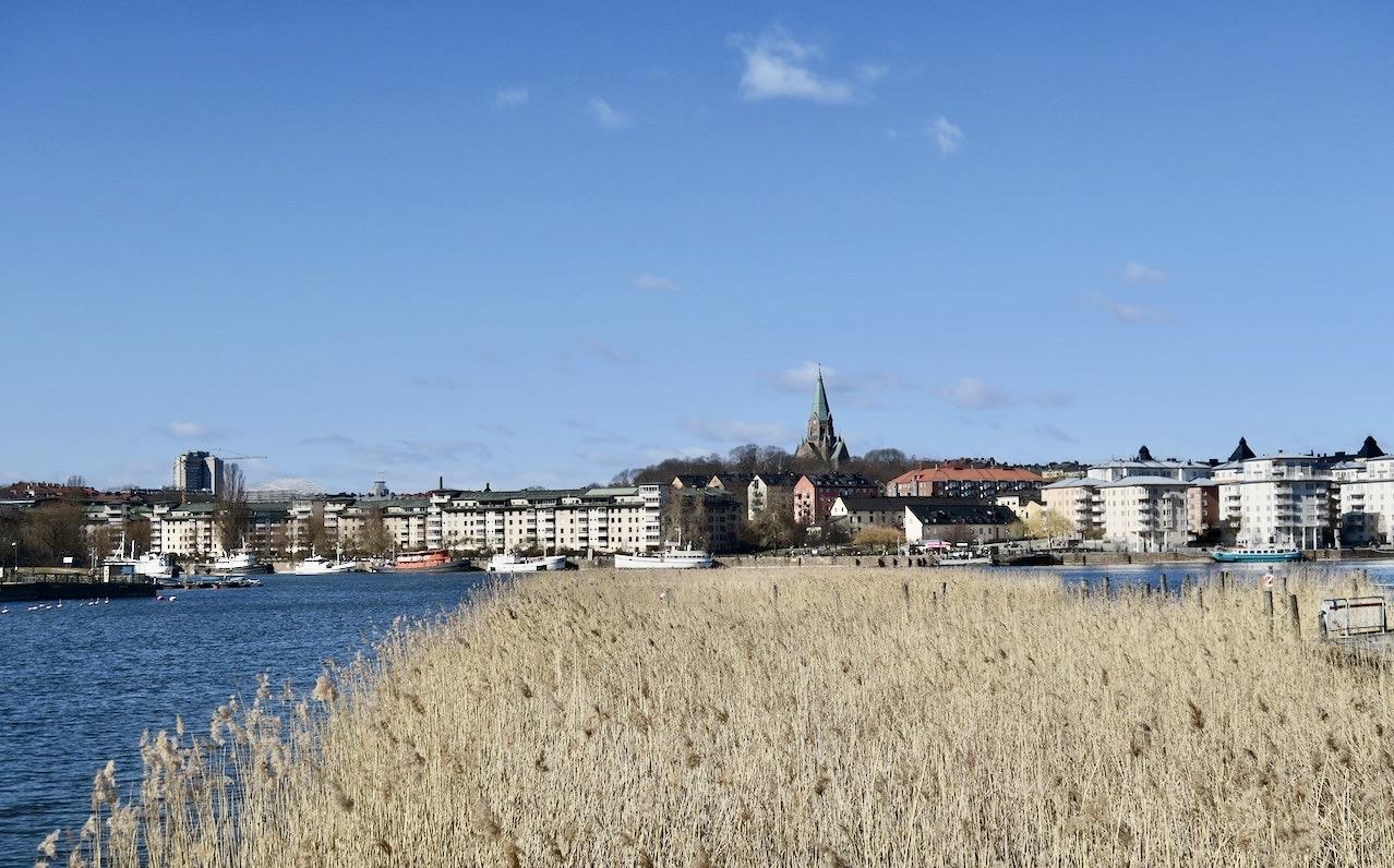Färjan från Barnängsbryggan på Söder till Lumabryggan i Hammarby sjöstad och sedan blev det promenad mot Nackareservatet.