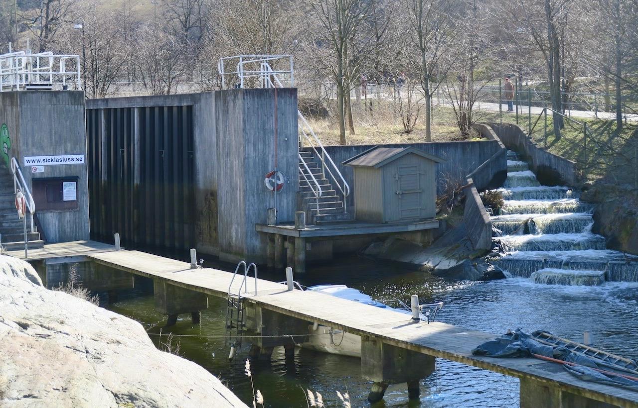 """På väg mot Nackareservatet passerade vi """"fisktrappan"""" vid Sickla kanal"""