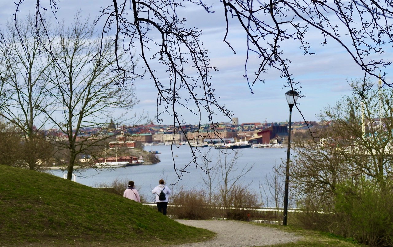 På parkett uppe på Åsöberget och huvudstaden ligger framför mig.