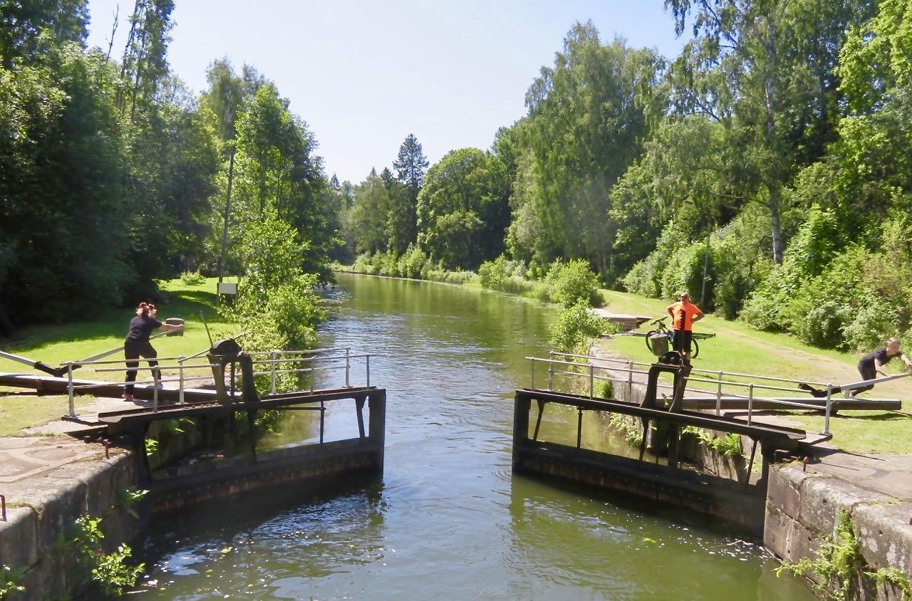 En hel del vatten finns även i Hjälmare kanal.