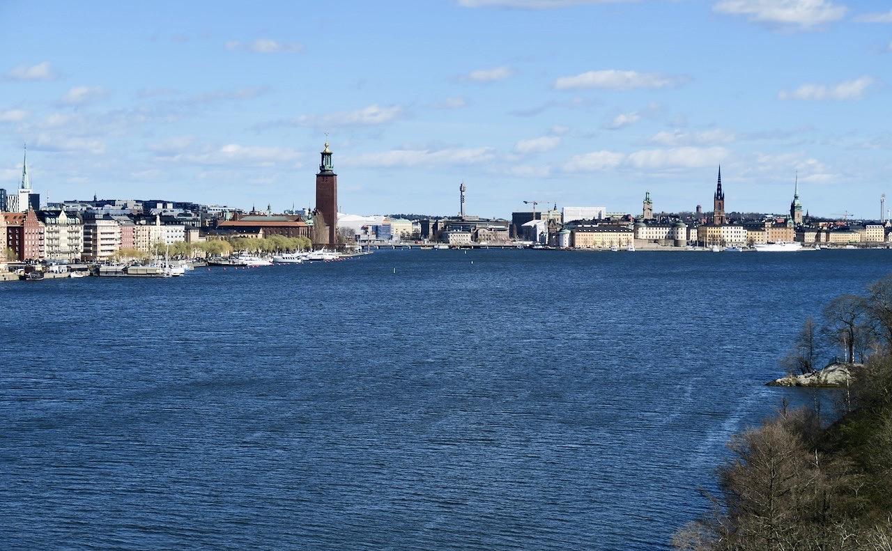 I mitten av april lämnar vi Södermalm via Västrebron och går över till Kungsholmen.
