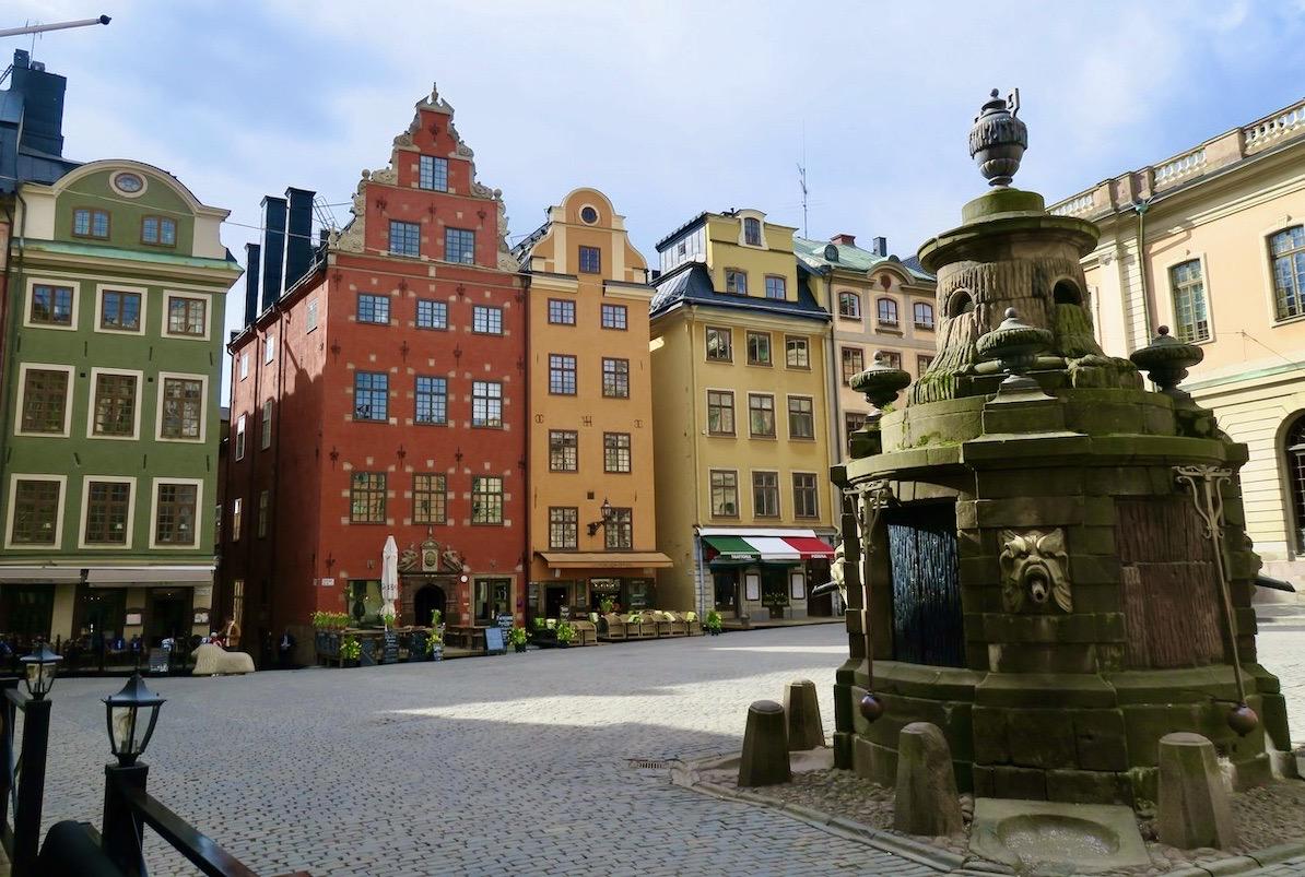 Stortorget i Gamla stan i början av april- Helt öde.