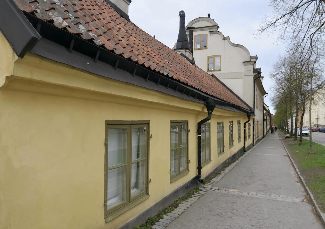 Väl bevarade gamla kvarter från 1700 och 1800-yalet finna längs Malmgårdsvägen