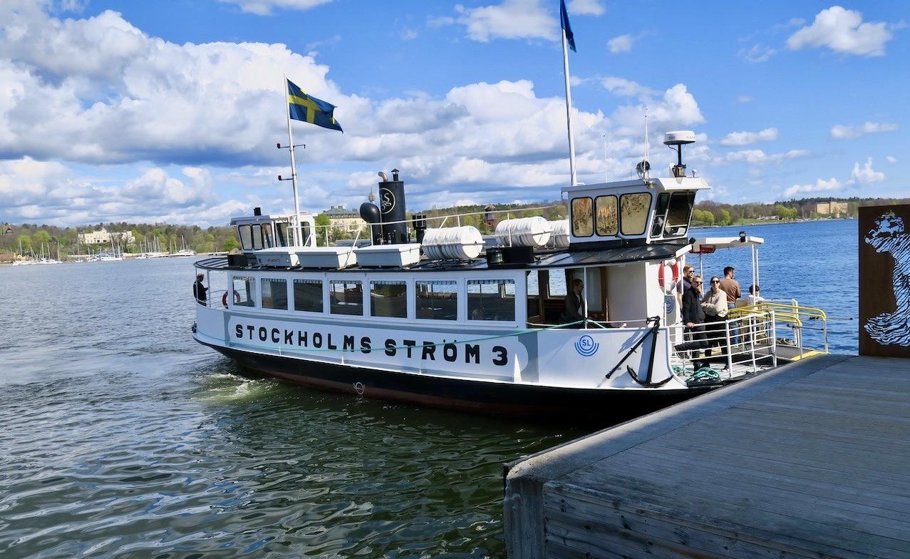 Visst är det en skön söndag, den första i maj och jag är på väg från Saltsjökvarn ut till Nacka strand