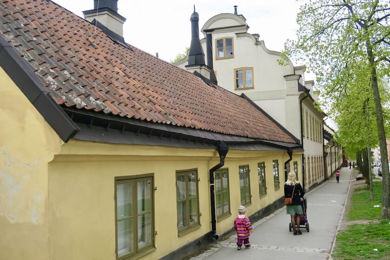 En bit bort i mina kvarter finns den gamla Malmgårdsvägen men byggnader frå 1700-1800-talet