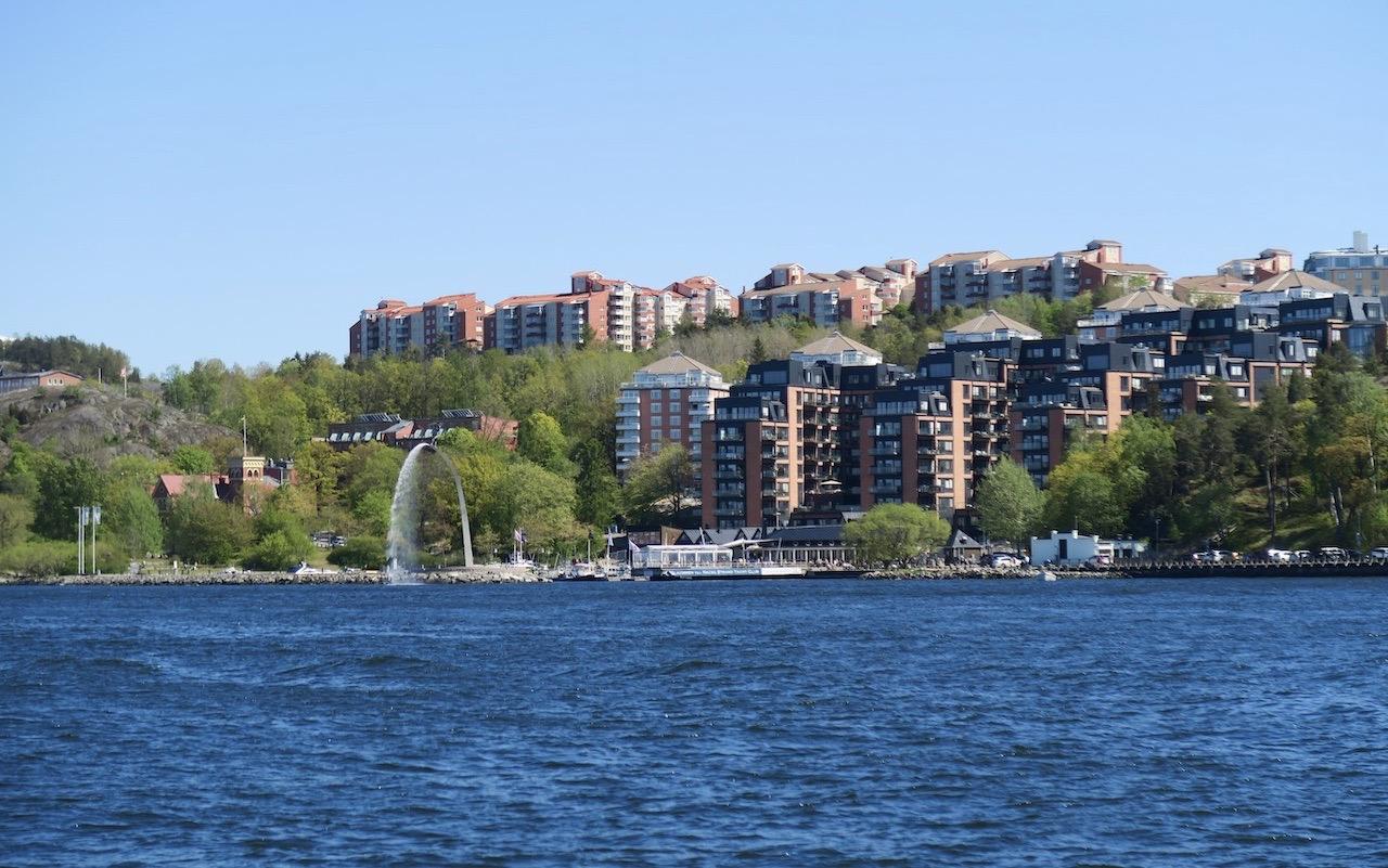 På väg med båten över till Djurgården och Blockhusudden