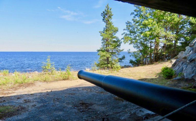 En ganska modern kanon som idag finns i Furuviksparken i Gästrikland.