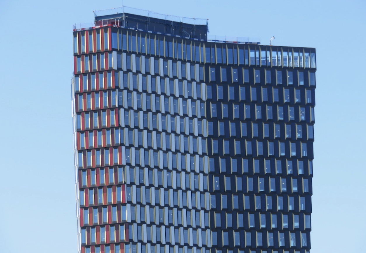 Stockholm New eller Stockholm 01, 27 våningar +1. Här finns ett mönster av bådet det mer regelbundna och det oregelbundna.
