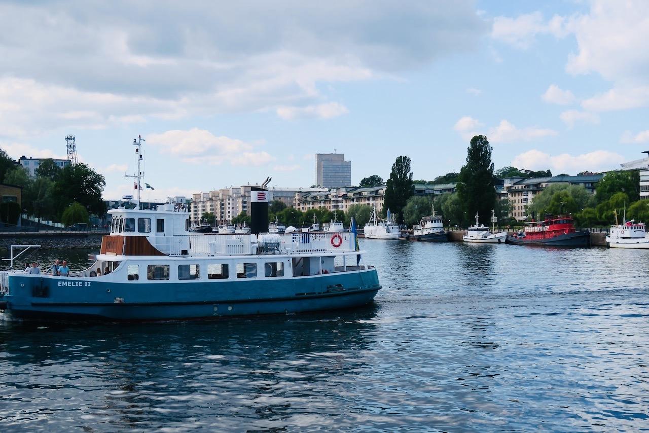 Perfekt att ta båten för att förflytta sit på och längs Stockholms vatten.
