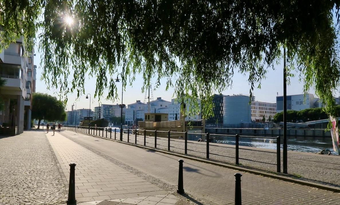 Södermalm och Norra Hammarbykajen. Hemma! Startade min morgonpromenad här.