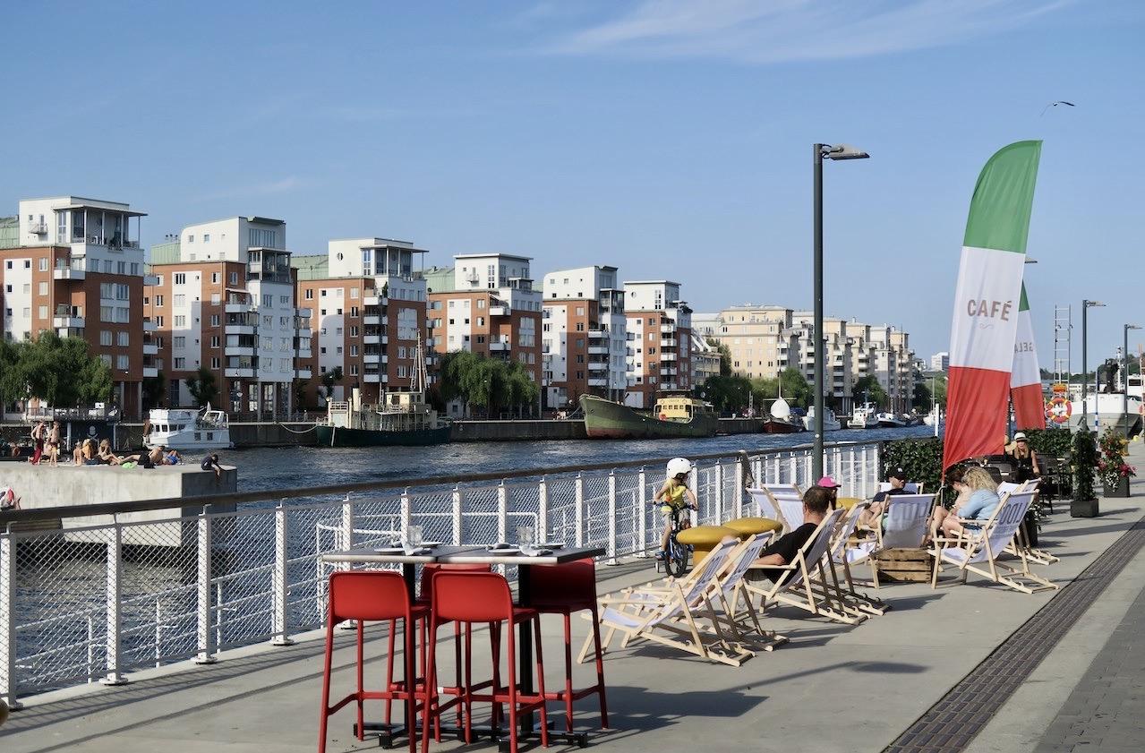 Första parkett på café Lido på Sjöstadssidan. Med god underhållning.