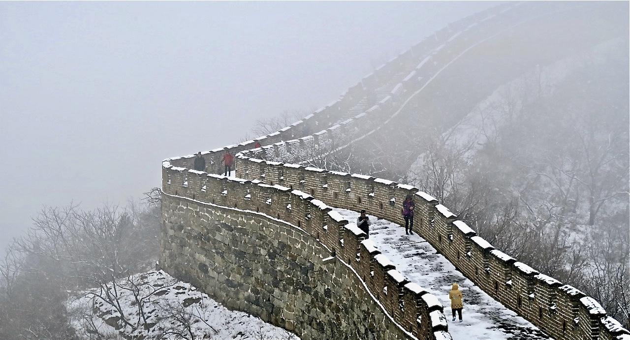 Kinesiska muren vid Mutanieu. Och med snöfyllda moln.