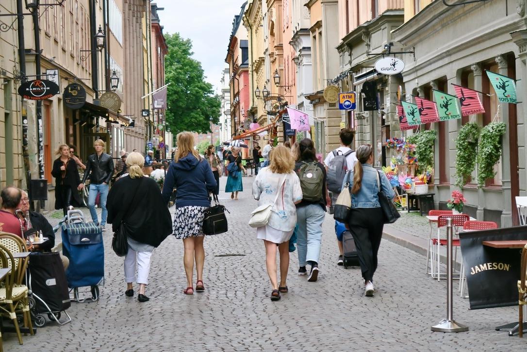 Stockholm. Gamla stan, Nygatan. Gott om både turister kontraster och detaljer