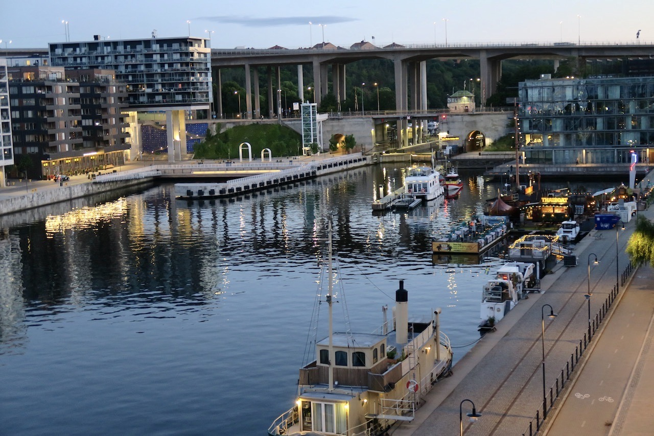 Södermalm. Hammarbykanalen. Dags igen för en stilla stund på balkongen.