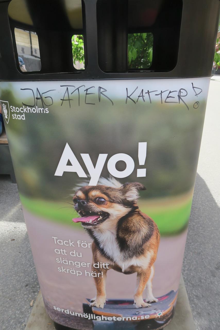 """Södermalm. Skånegatan. Mer lokal skyltning. Läste att """"ayo"""" betyder kom igen på indonesiska."""