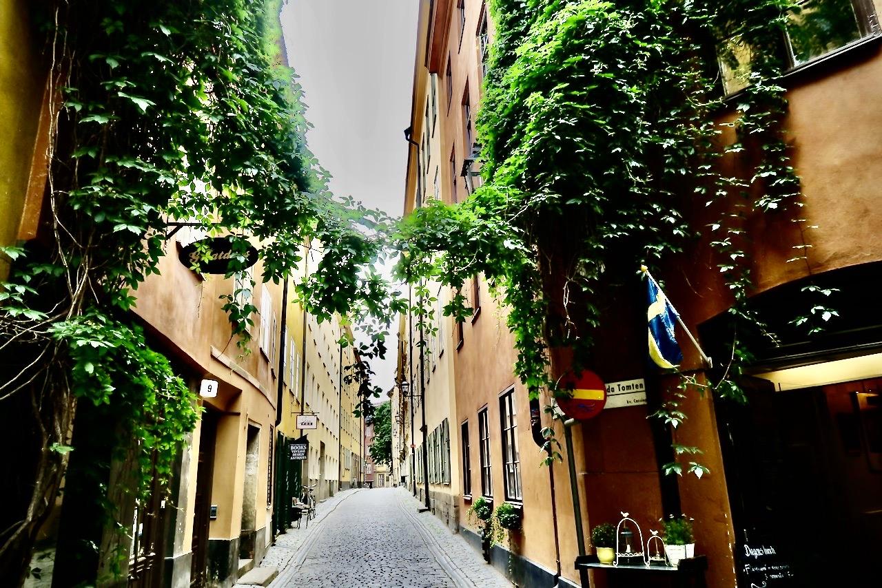 """Stockholm. Mer från Gamla stan. Det lilla torget """"Brända tomten"""""""