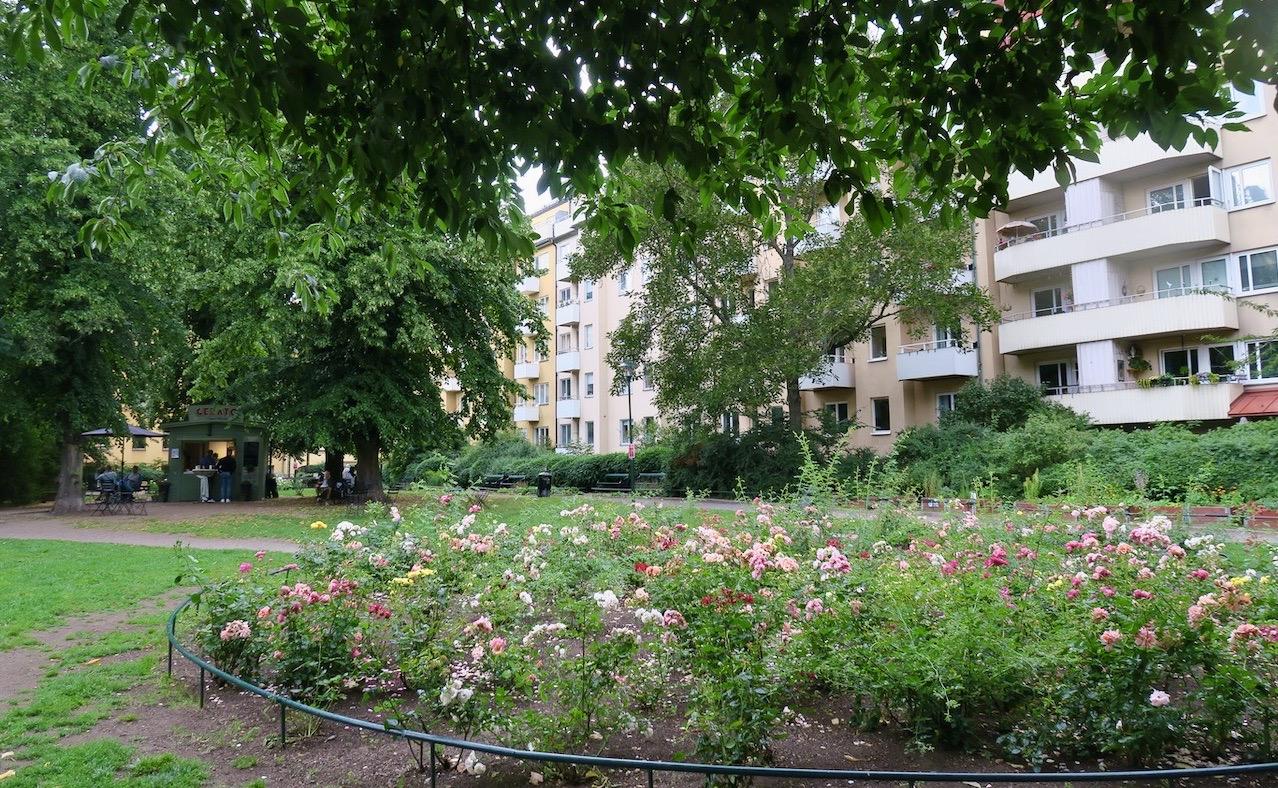 Stockholm. Södermalm bjuder på många oaser och denna lilla Axel Lundquists park är en av dem.