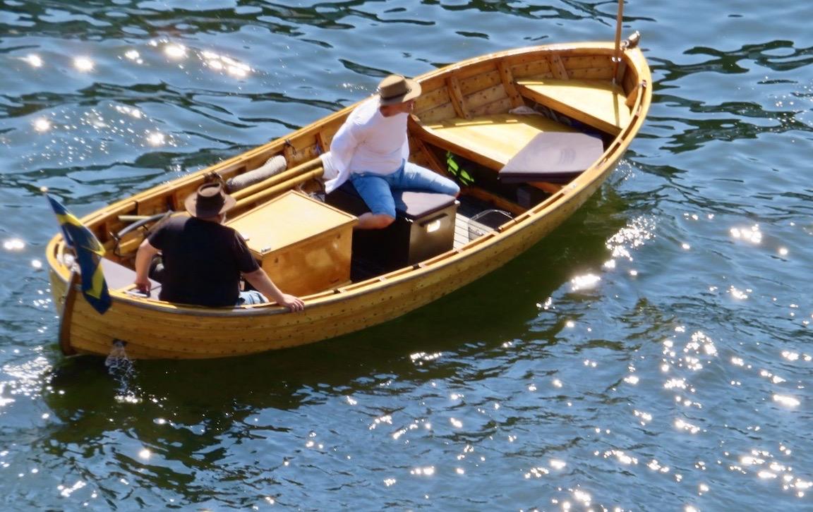Södermalm. Stockholm. Hammarbykanalen. Här en träsnipa i vattnet och väntar på att få slussa.