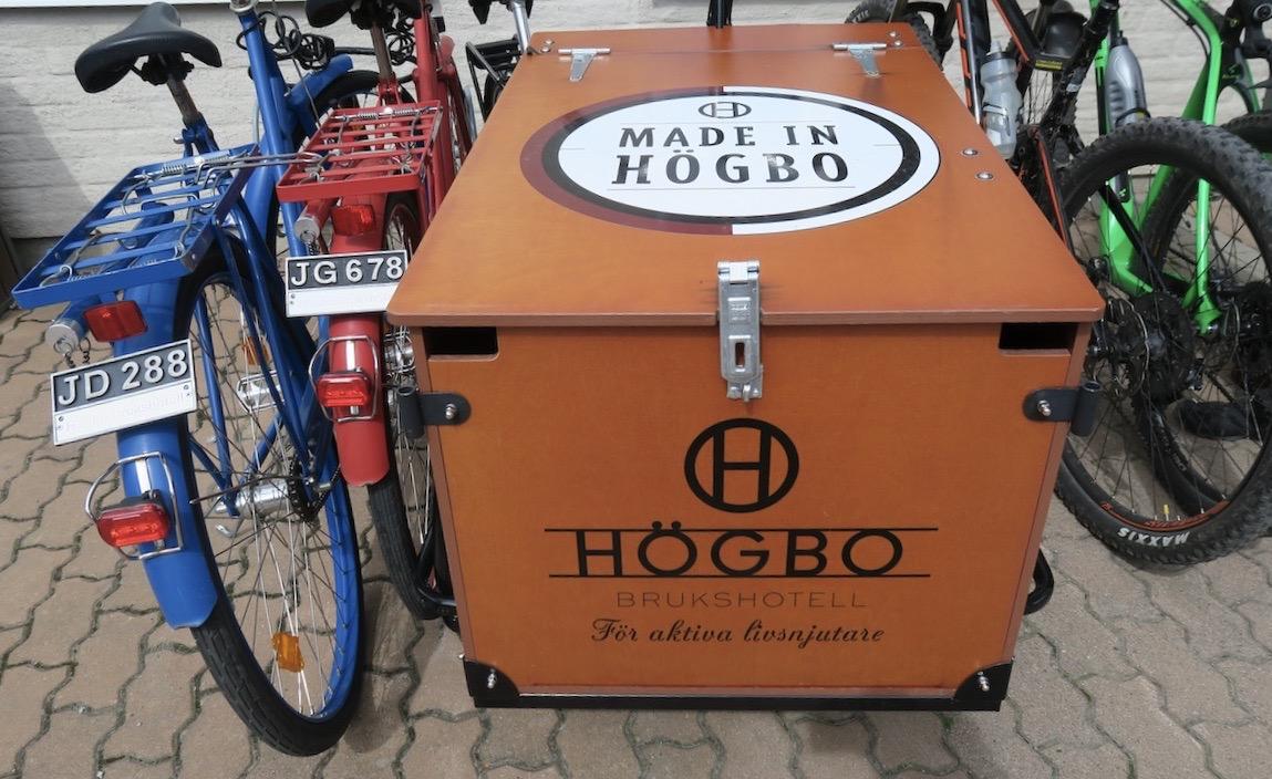 Högbo Bruk. Gästrikland. Vill man hyra en cykel och ta en rundtur i omgivningarna runt bruket går det utmärkt. Olika varianter av dem finns.
