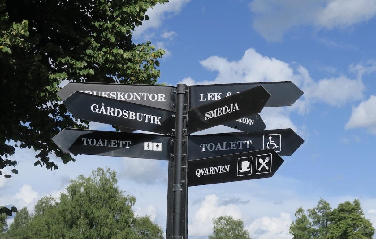 Gästrikland. Högbo Bruk. Man kan med lätthet följa skyltarna på sin rundtur eller ta hjälp av dem digitala varianten.