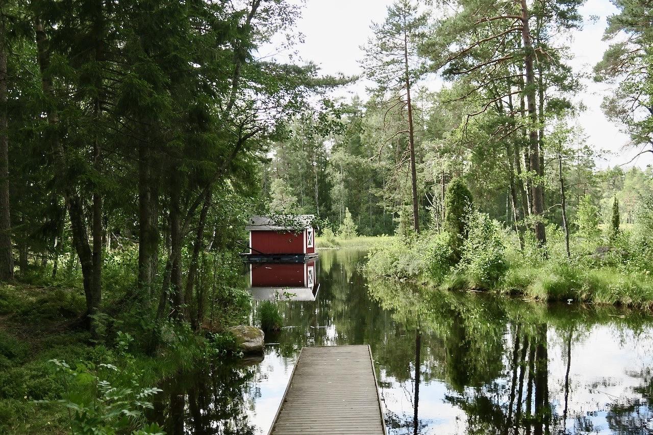 Gästrikland. Högbo bruk. Dammsjön. Varvet runt sjön är ca 5 km. En fin promenad.