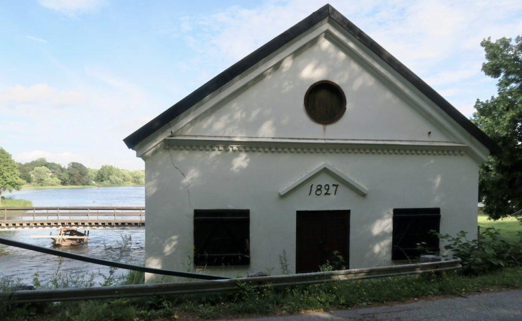 En del byggnader på Gysinge Bruk kom till i början av 1800-talet och bruket var då ett av de största i Gästrikland.